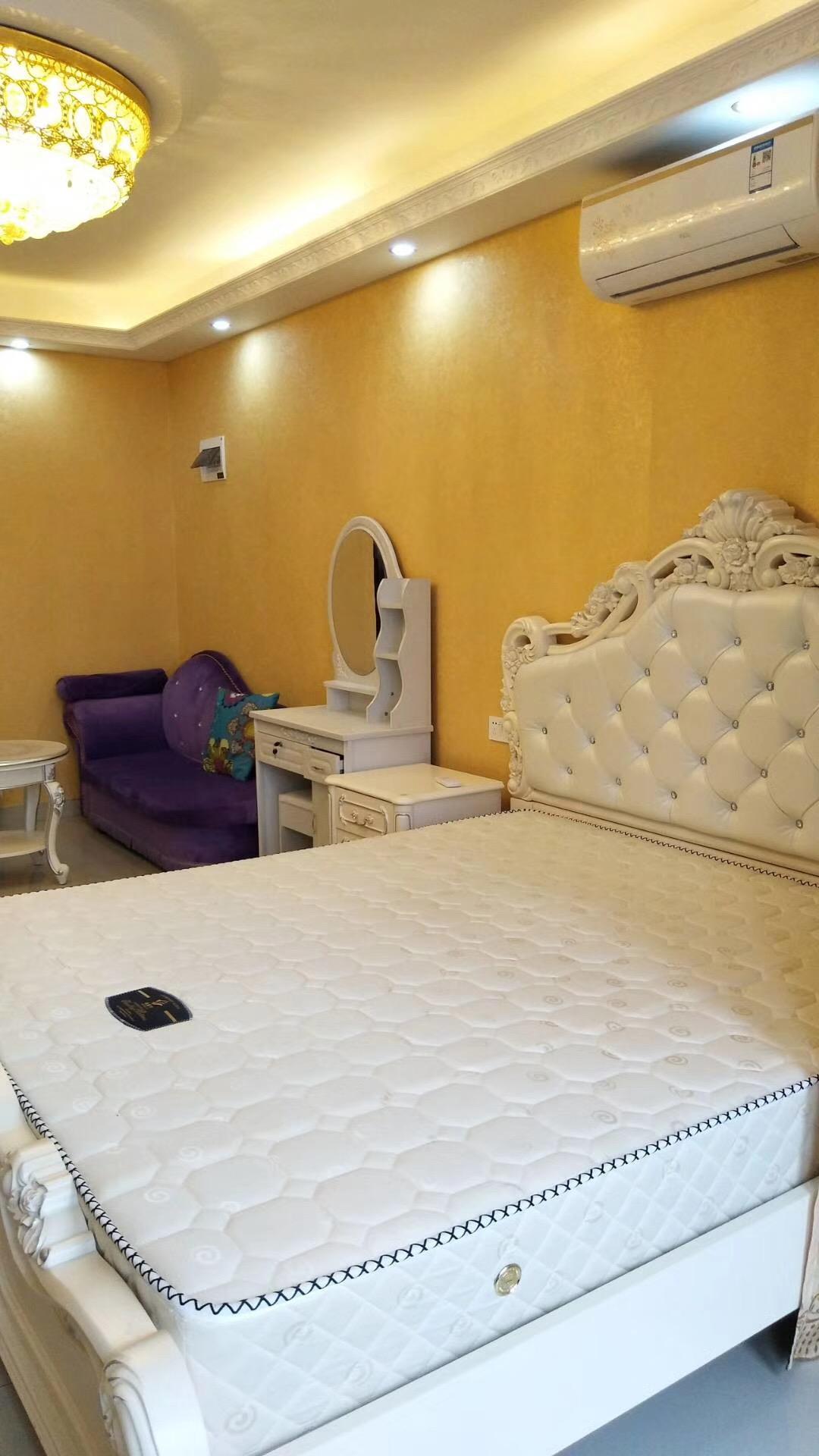 长沙85平米北欧现代卧室床铺展示图