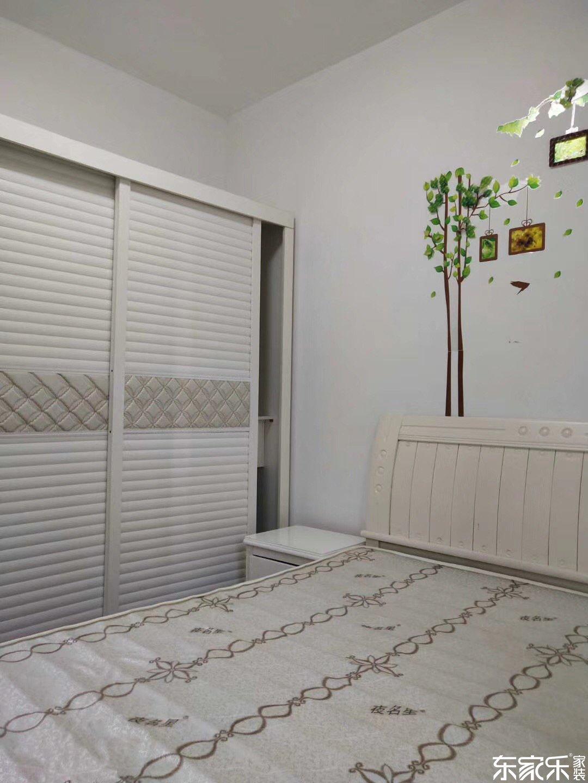 67平米现代简约风格主卧衣柜图