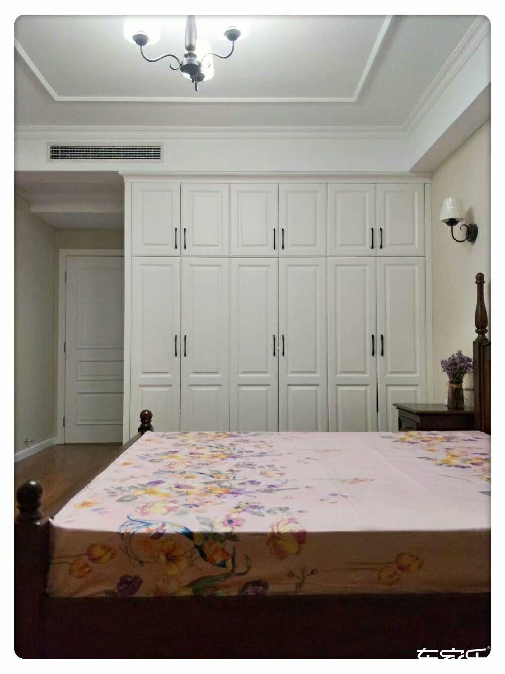 100平米地中海风格主卧衣柜展示