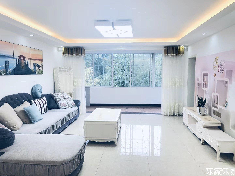 100平现代简约风格客厅装修效果图