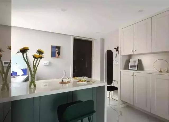 60㎡的小户型装修花15W,大吧台+背景墙叫板轻奢新美式